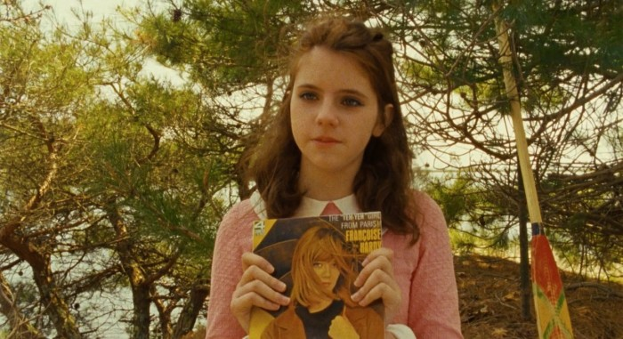 Moonrise_Kingdom_movie_still,_Suzy_displaying_Françoise_Hardy_album